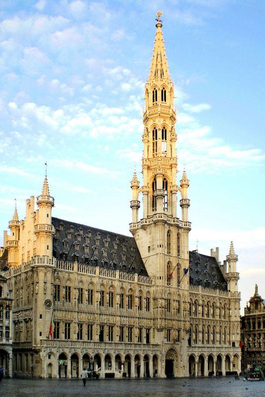 800px-Hôtel_de_Ville_de_Bruxelles_01