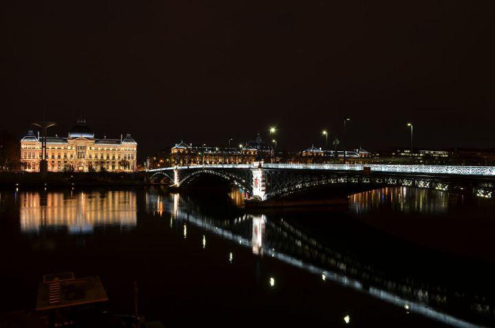 Université_Lyon_III_et_le_pont_de_l'université_de_nuit